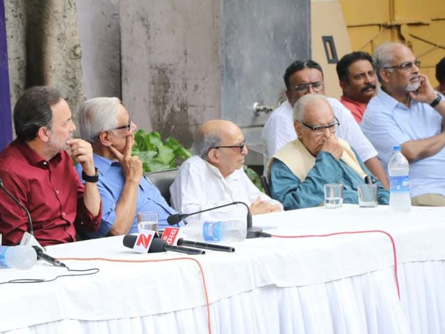 Videos : इंडिया 8 बजे : प्रेस की आज़ादी पर हो रहे हमलों के खिलाफ एकजुट हुए मीडियाकर्मी