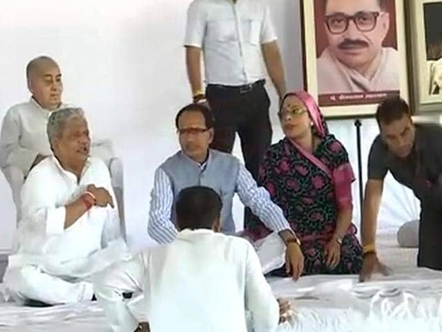 Video : Shivraj Singh Begins 'Peace' Fast Today As Farmers Call For 'Action'