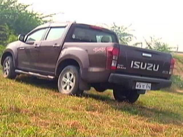 Videos : रफ्तार : लाइफस्टाइल सेगमेंट की गाड़ी - Isuzu D Max V Cross की खासियतें