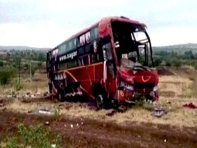 Videos : महाराष्ट्र: बीड में बस दुर्घटनाग्रस्त होने से 9 लोगों की मौत