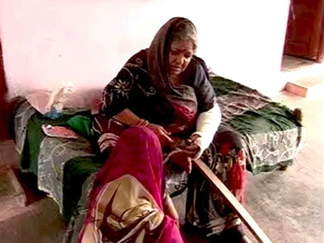 Videos : मध्य प्रदेश : पुलिस की पिटाई से 80 साल की बुजुर्ग महिला का हाथ टूटा