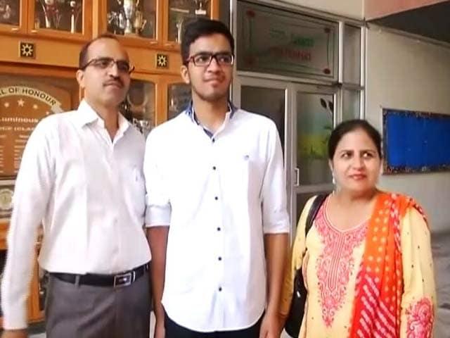 Videos : IIT JEE Advanced 2017 के नतीजे घोषित, चंडीगढ़ के सर्वेश मेहतानी ने किया टॉप