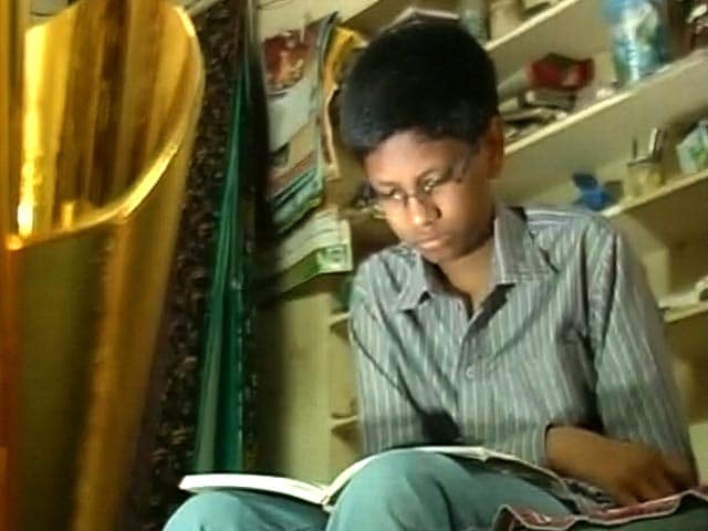 Video : He Made <i>Samosas</i> With His Father, Has Ranked 64th In JEE