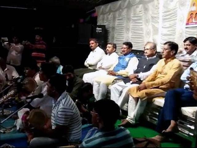 Videos : तांत्रिकों के कार्यक्रम में पहुंचे गुजरात के 2 मंत्री