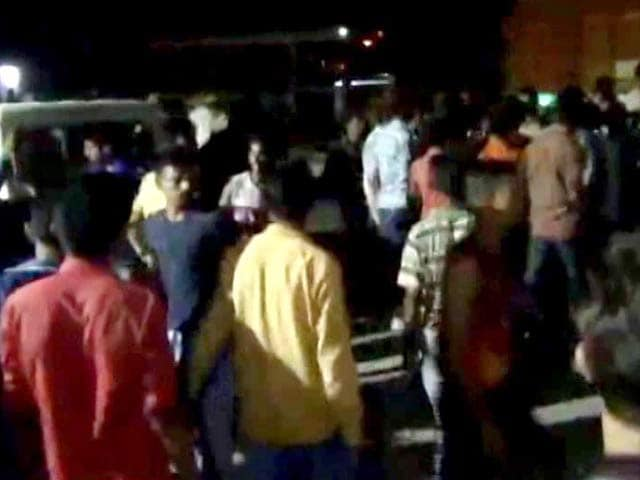 Video : Rajasthan Vigilantes Try To Burn Truck Of Cows Meant For Central Scheme