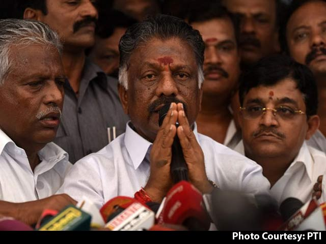 Video : Attempts At AIADMK Merger Fail, Panneerselvam Camp Makes Decisive Move