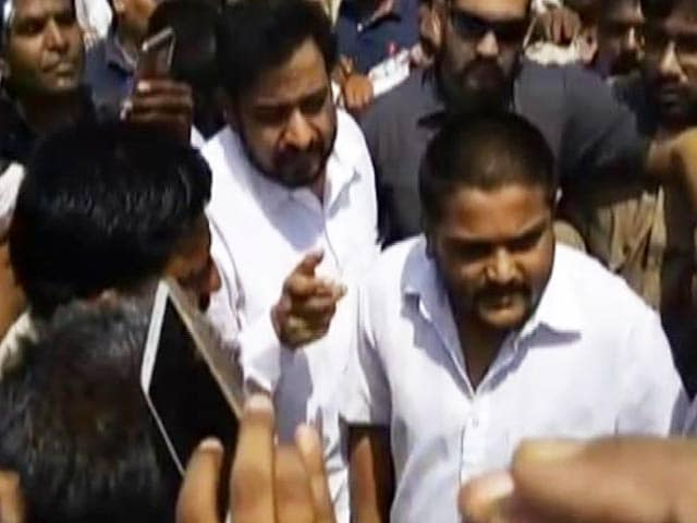 Video : Quota Activist Hardik Patel Arrested On Way To Mandsaur