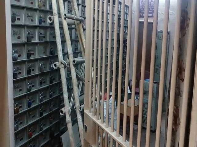 Video : पंजाब नेशनल बैंक का लॉकर तोड़कर करोड़ों की चोरी