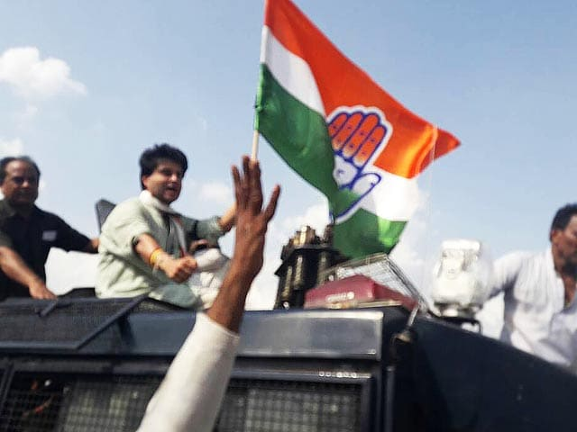 Video : After Rahul Gandhi, Jyotiraditya Scindia In Face-Off With Cops
