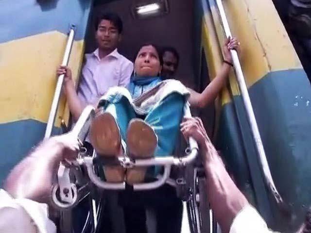 Video : पैरा-एथलीट को ट्रेन में नहीं दिया गया लोअर बर्थ, फर्श पर सोने को हुईं मजबूर