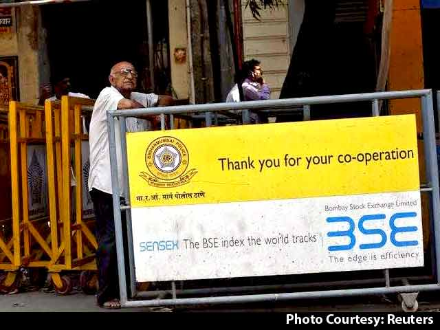 Video : Sensex Extends Losses, Auto Stocks Under Pressure