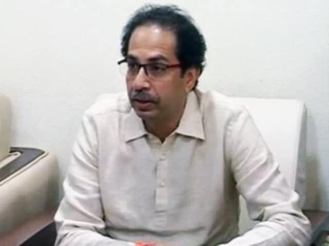 Videos : शिवसेना ने साधा मोदी सरकार पर निशाना, 'पूरे देश में विकास पागल हो गया है'