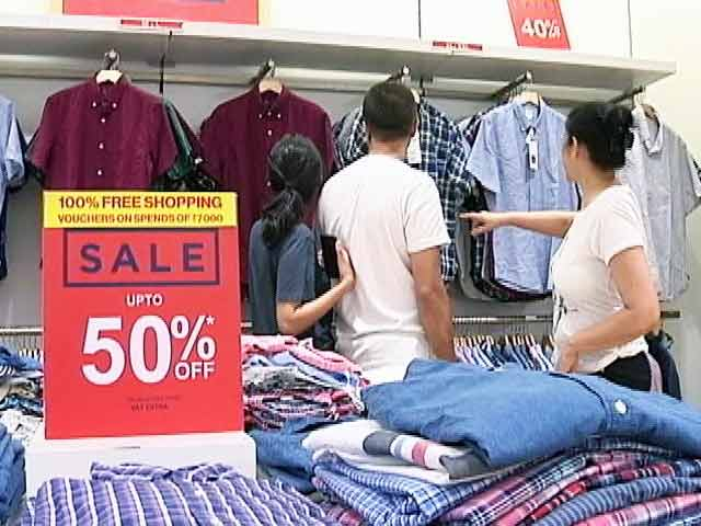 Video : Retailers And E-Tailers Are Out With Massive Discounts Schemes