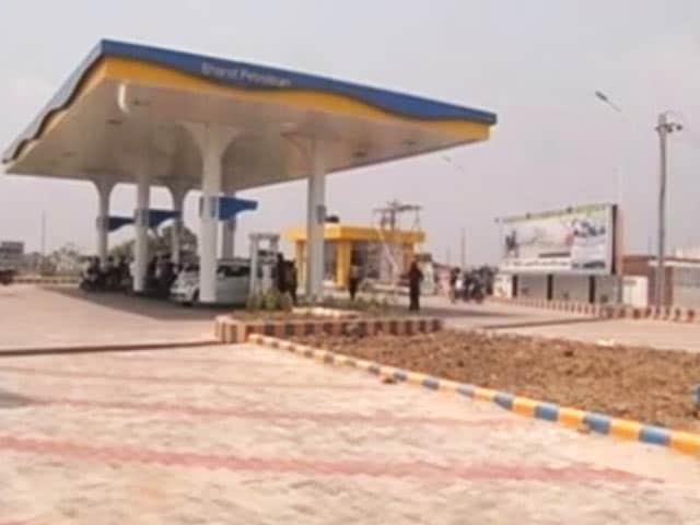 Video : BPCL ने तेज प्रताप यादव के पेट्रोल पंप का लाइसेंस रद्द किया