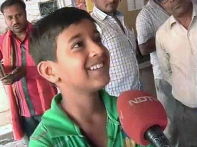 Videos : धोनी के शहर में पूरी-जलेबी खाकर हो रही इंडिया की जीत की दुआ