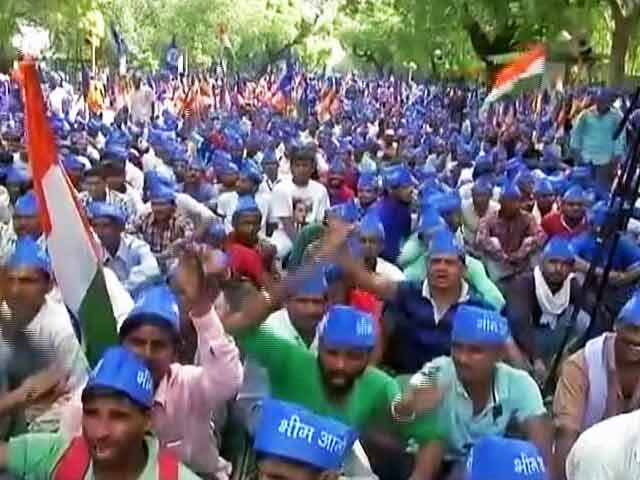 Videos : दिल्ली के जंतर मंतर पर भीम आर्मी का प्रदर्शन