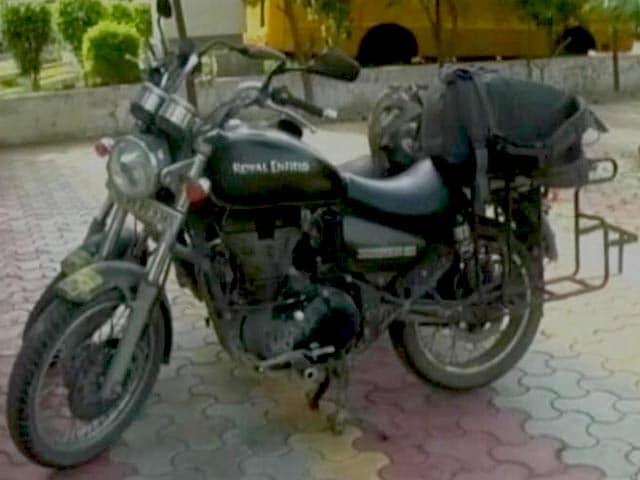Videos : मुजफ्फरनगर :  चेन्नई से घूमने आए दंपती को बदमाशों ने गोली मारी