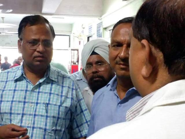 Video : CBI Questions Delhi Minister Satyendar Jain's Wife In Corruption Case