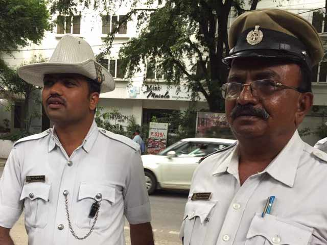 Video : Bengaluru Cop A Hero For Allowing Ambulance Ahead Of President's Convoy