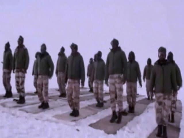 Video : लद्दाख में तैनात जवानों ने भी किया योग