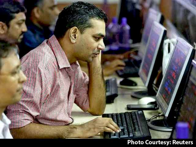 Video : Sensex Edges Lower On Weak Global Cues