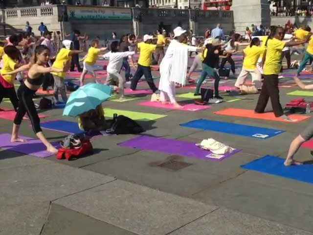 Video : International Yoga Day 2017: London's Trafalgar Square Unites For Peace