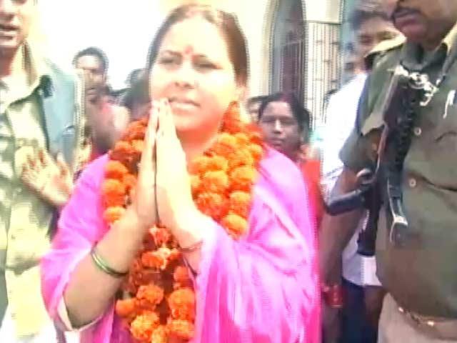Videos : आयकर विभाग के सामने पेश हुईं लालू की बेटी मीसा भारती, 6 घंटे चली पूछताछ