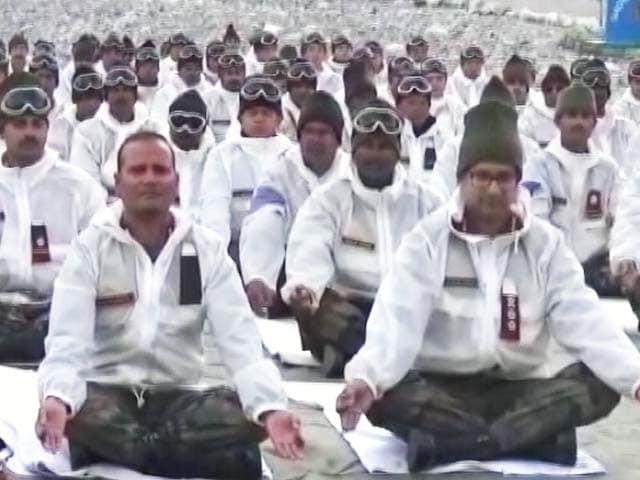 Video : सरहद से समंदर तक सेना ने किया योग