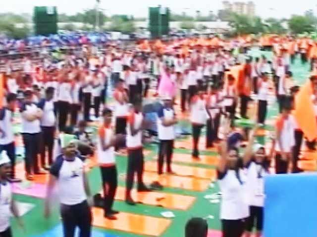 Video : योग की तस्वीरों से भरी ट्विटर की टाइम लाइन
