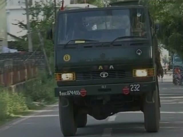 Video : इंडिया 8 बजे : पाकिस्तान की बैट टीम के हमले में दो भारतीय जवान शहीद