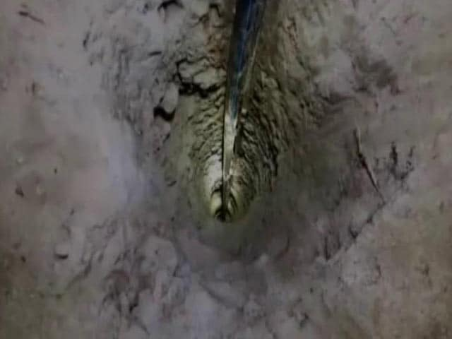 Video : Telangana Girl Who Fell Into Borewell Still Trapped, Rescue On