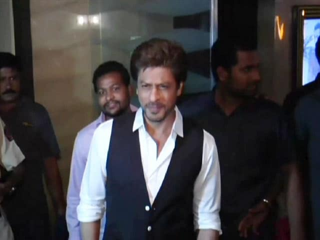 Video : SRK And Other Bollywood Stars At <i>Tubelight</i> Screening