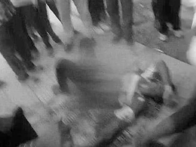 Videos : दिल्ली से मथुरा जा रही ट्रेन में सवार एक ही समुदाय के चार युवकों पर हमला, 1 की मौत