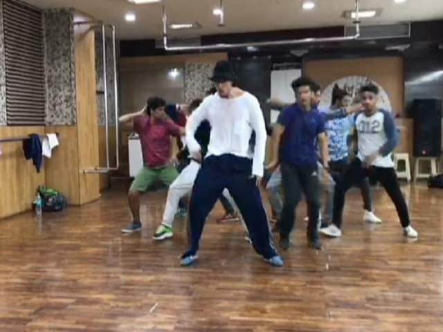 Tiger Shroff Copies Michael Jackson Step By Step