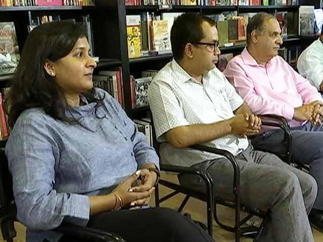 Videos : मुकाबला : क्या हिंदी किताबों का बाजार बढ़ा है?