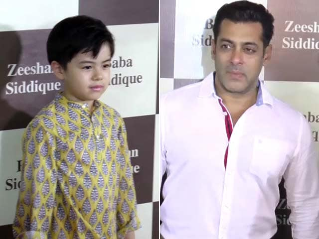 Video : Salman Khan, Matin And Other Stars Attend Baba Siddique's <i>Iftaar</i> Party