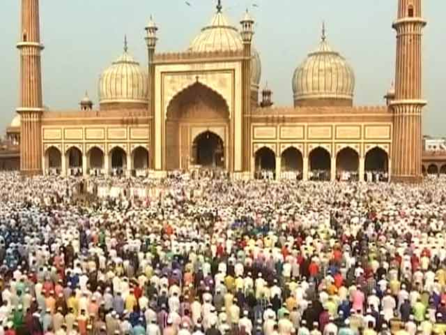 Video : Muslims Celebrate Eid Across India