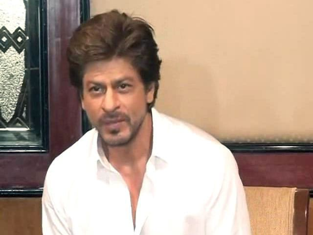 Shah Rukh Khan Meets And Greets Media On Eid