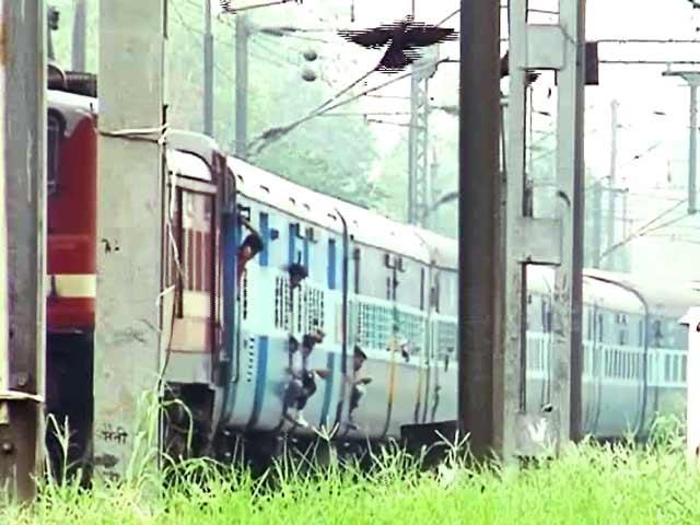 Videos : प्राइम टाइम : यात्री अपनी जान की रक्षा स्वयं करें