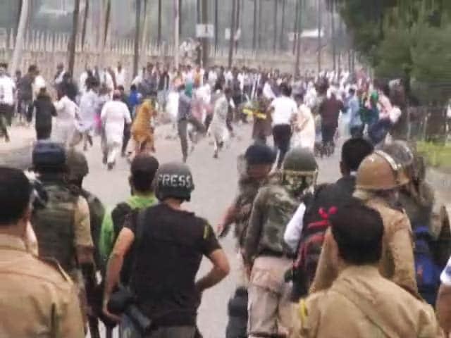 Videos : नेशनल  रिपोर्टर : श्रीनगर में ईद पर भीड़ और सुरक्षा बलों के बीच भिड़त