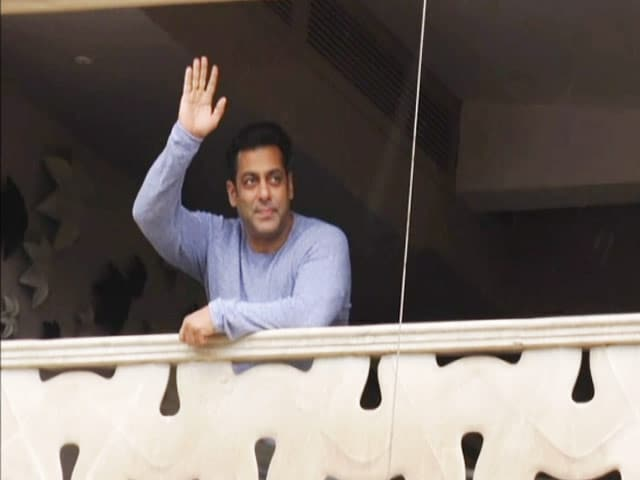 Video : Salman Khan Greets His Fans On Eid