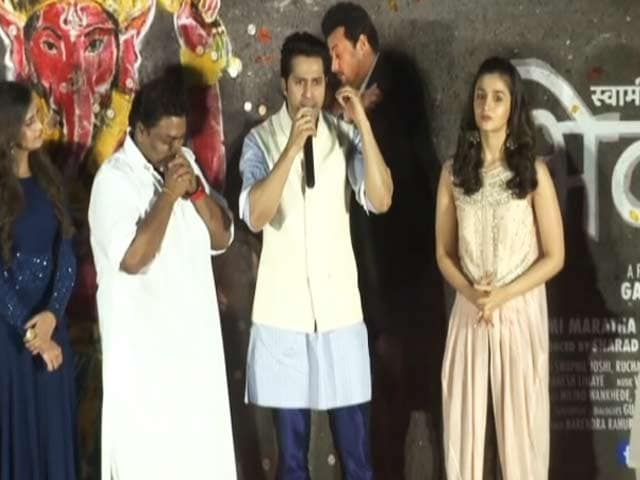 Video : Varun Dhawan and Alia Bhatt At The Music Launch of Marathi film <i>Bhikari</i>