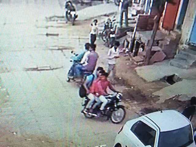 Videos : MoJo: जुनैद की हत्या में सीसीटीवी में कैद हुए संदिग्ध