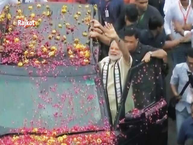 Videos : राजकोट में प्रधानमंत्री नरेंद्र मोदी का रोड शो