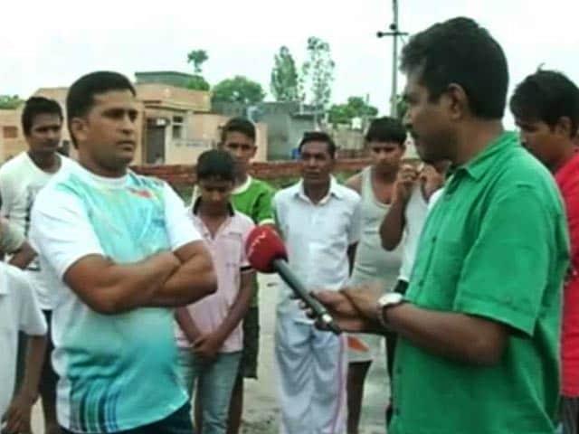 Videos : पानीपत : करतब दिखाने के चक्कर में युवक को गहरे गड्ढे में दबाया, हुई मौत