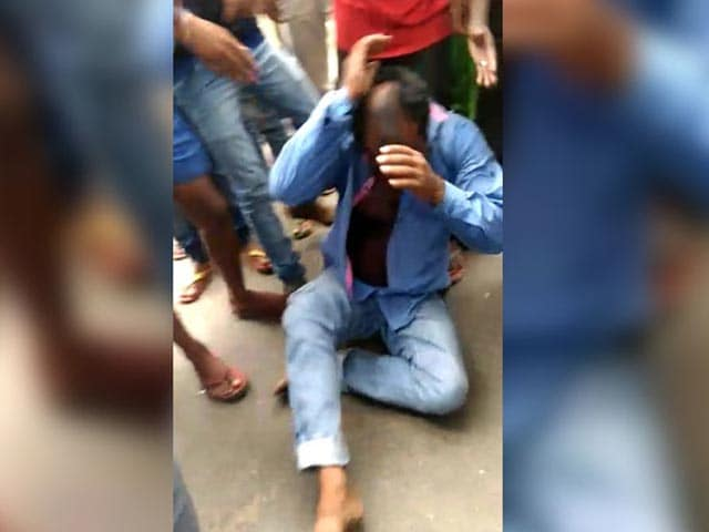 Man beaten by Mob died at Police Station for stealing mobile