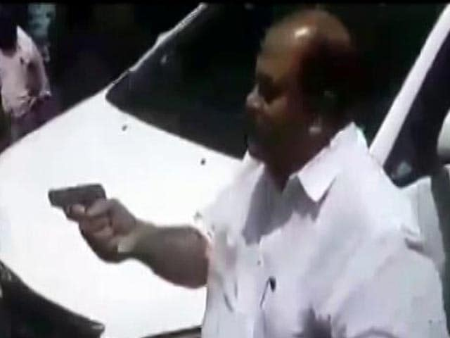 Video : Kerala Lawmaker Points Gun At Agitated Mob, Says 'Did Nothing Wrong'