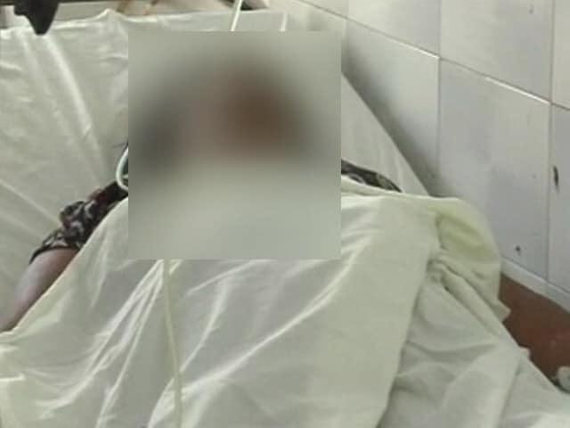 Videos : UP में गैंगरेप और एसिड अटैक से जिंदा बची महिला पर फिर एसिड अटैक