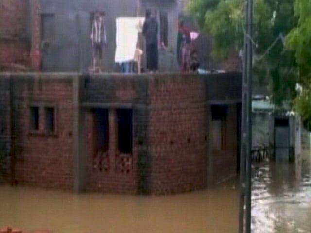 Video : गुजरात में बारिश का कहर, कई जिलों में बाढ़ जैसे हालात
