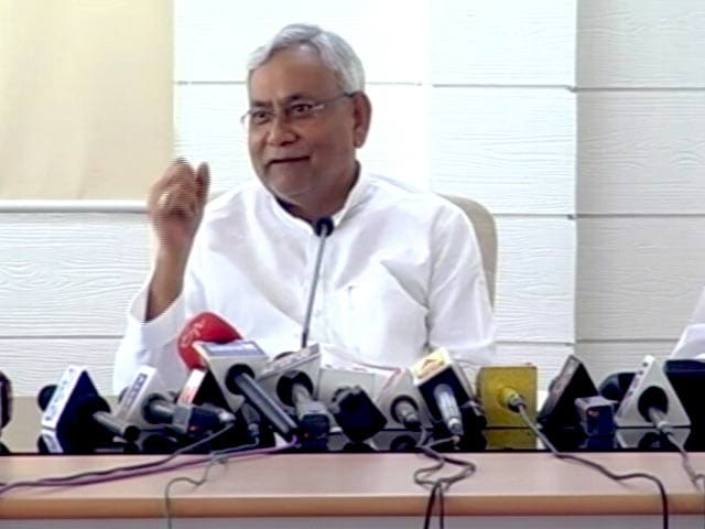 Video : Nitish Kumar Meets Rahul Gandhi, Discusses Charges Against Tejashwi